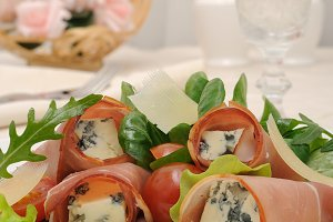 Rolls of jamon with blue cheese