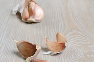 Cloves of garlic on the table
