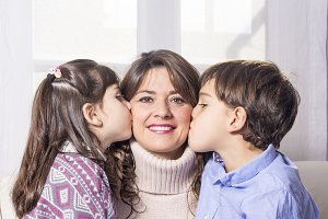Children kissing her mom
