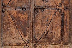 Rusty door high resolution texture and background