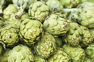 Background of whithered artichokes