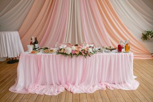 Table for newlyweds in pink style