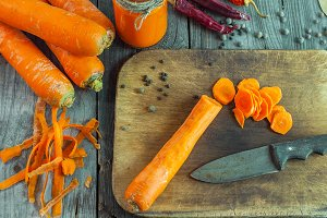 peeled fresh carrots