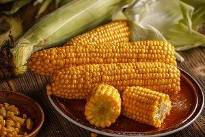 Boiled corn with salt