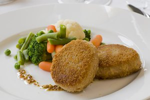 Grilled cutlet and mixed vegetables