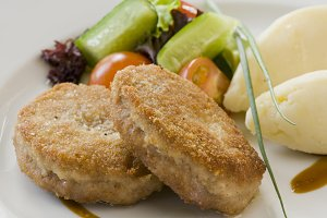 Cutlet and potatoes with vegetables