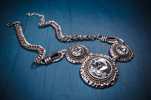 Metal feminine necklace