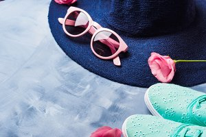 Hat, sun glasses and shoes