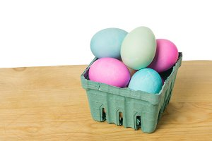 Small basket with dyed eggs