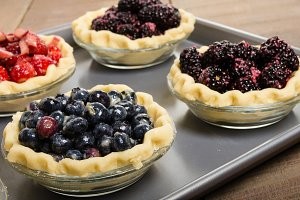 Fresh fruit in pie shells