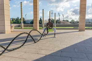 male training with battle rope