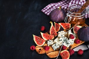 Blue cheese, fresh figs and honey