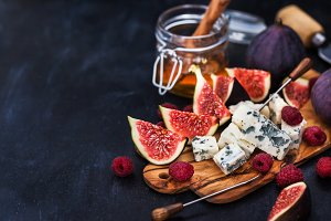 Blue cheese, figs and honey