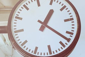 clock in the subway