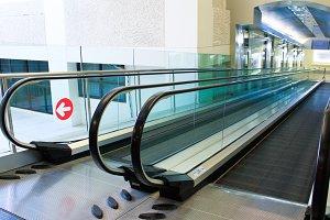 Moving escalator of walkway