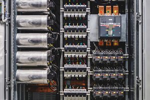 Voltage switchboard with circuit breakers