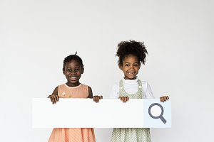 Kids holding search bar icon