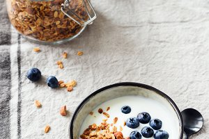 Yogurt with blueberries and granola