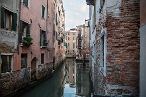 Beautiful photo canal of Venice , Italy .