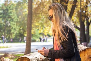girl in park with smart phone