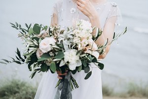Gorgeous bride with wedding flowers.