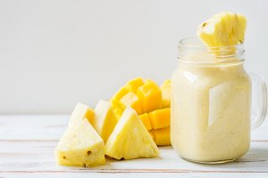 Mango, Banana, Pineapple and Oatmeal Smoothie in the Jar