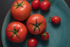 Ripe tomatoes in a plate