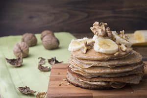 Pancakes of banana and nuts
