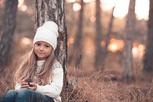 Autumn portrait of kid