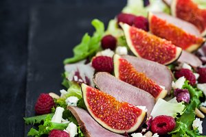 Salad with duck and figs