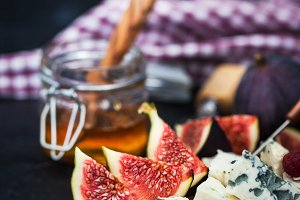 Appetizer plate with figs and cheese