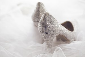 Bridal shoes with veil toning