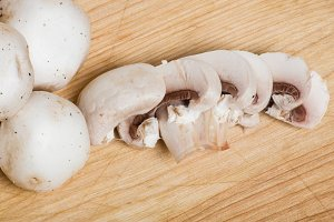 White button mushrooms sliced