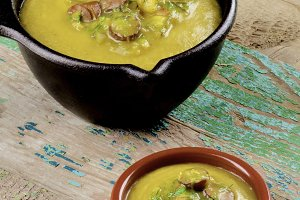 Pea Soup with Smoked Sausages