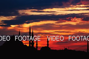 Timelapse view of Istanbul cityscape with famous Suleymaniye mosque at sunset