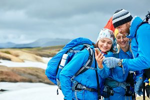 couple hikers un the Islandic mountains