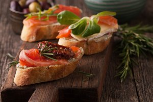 Bruschetta with smoked salmon