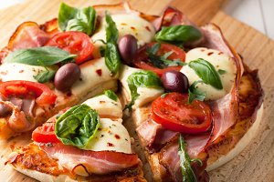 pizza with bacon and mozzarella