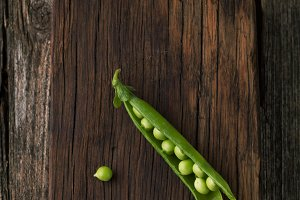 Ripe green peas and pods