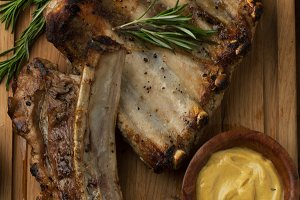 Pork ribs grilled with mustard