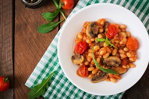 Stewed white beans with mushrooms
