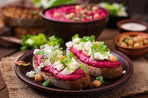 sandwiches with beetroot hummus