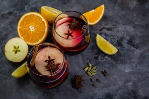 Mulled wine and ingredients