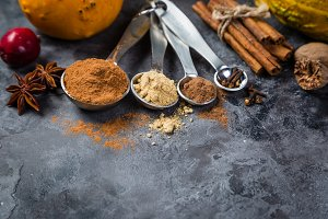 Pumpkin pie spices in measuring cups
