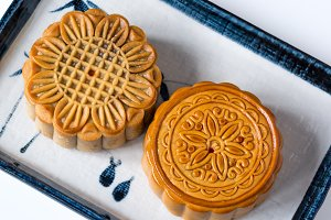 Flower pattern mooncake