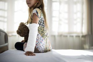 Young Caucasian girl with broken arm
