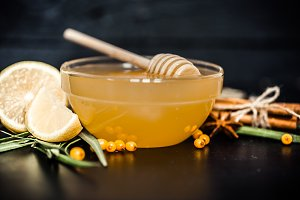 composition of honey with lemon