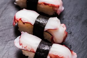 Tako nigiri sushi
