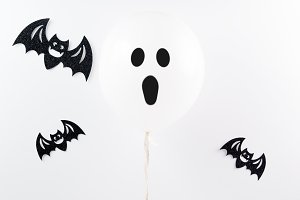 halloween ghost ballon and black bats