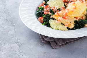 Chicken salad with spinach and grapefruit